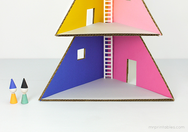 mrprintables-how-to-make-christmas-tree-cardboard-dollhouse-6
